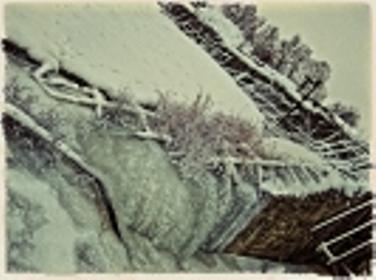 Плотина на реке Осетр зимой